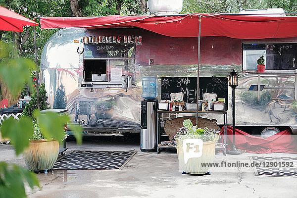Oldtimer-Wohnmobil Lebensmittel-Lastwagen