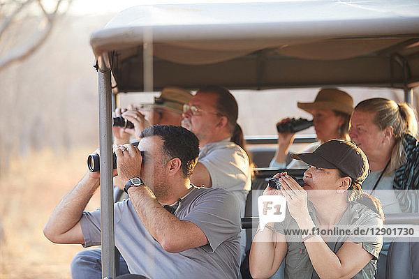 Touristen auf Safari-Tour  Victoriafälle  Simbabwe