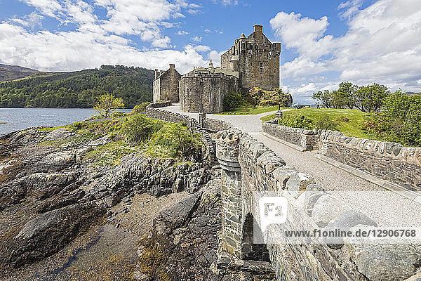 UK  Scotland  Dornie  Loch Duich  Eilean Donan Castle