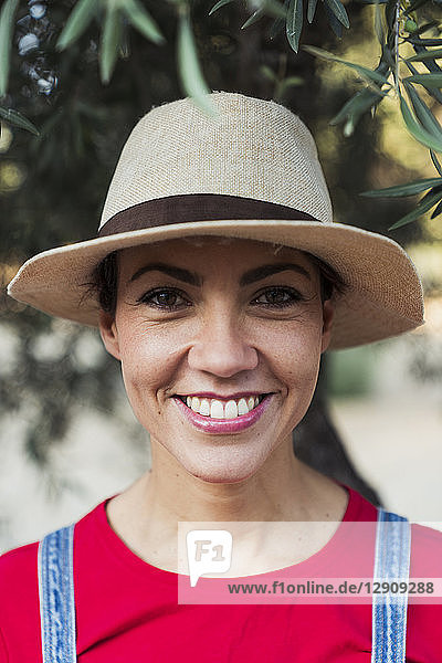 Portrait of smiling woman wearing hat