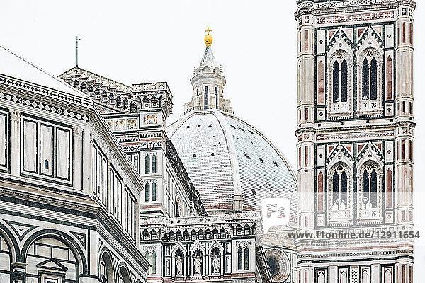 Italy  Florence  view to snow-covered dome of Basilica di Santa Maria del Fiore