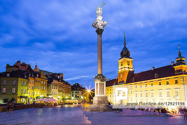 Royal Castle and Sigismund's Column in Plac Zamkowy (Castle Square) at night  Old Town  UNESCO World Heritage Site  Warsaw  Poland