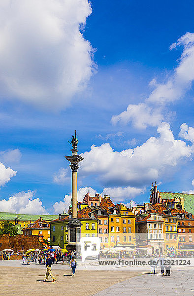 Sigismund's Column and buildings in Plac Zamkowy (Castle Square)  Old Town  UNESCO World Heritage Site  Warsaw  Poland
