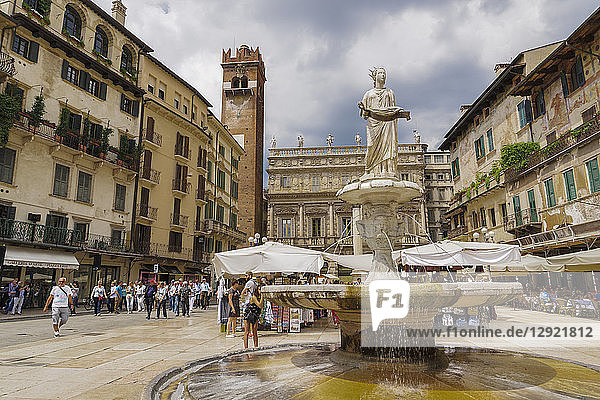 Piazza delle Erbe fountain  1368 marble fountain with Madonna statue at Market Square  and Maffei Palace in background  Verona  Veneto  Italy  Europe