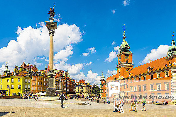 Sigismund's Column and Royal Castle in Plac Zamkowy (Castle Square)  Old Town  UNESCO World Heritage Site  Warsaw  Poland