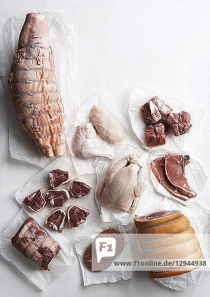 Verschiedene Fleischsorten und Hühnerteile