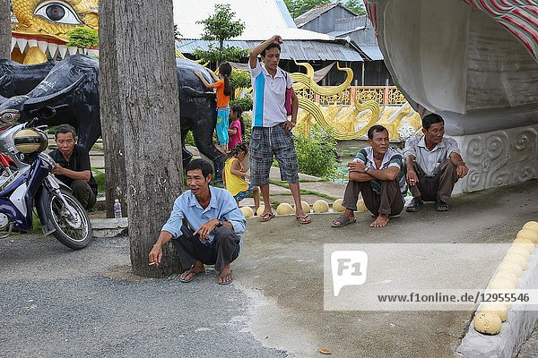 Mobile Clinic in Anh Hung Toc  Anh Giang province.