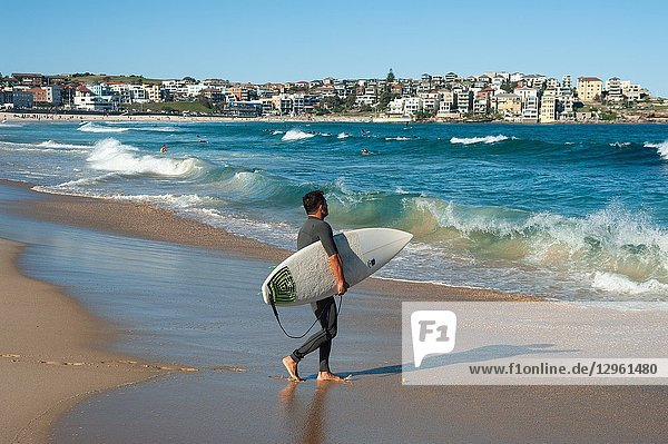 21. 09. 2018  Sydney  New South Wales  Australia - A surfer is seen holding his surfboard as he walks towards the sea at Bondi Beach.