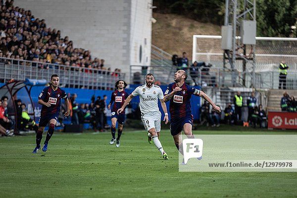 Karim Benzema (C) and Ivan Ramis (R) look the ball during the La Liga match between Eibar and Real Madrid CF at Ipurua Stadium on November 24  2018 in Eibar  Spain