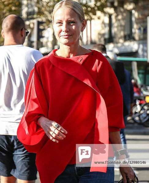 PARIS  France- September 26 2018: Holli Rogers on the street during the Paris Fashion Week.