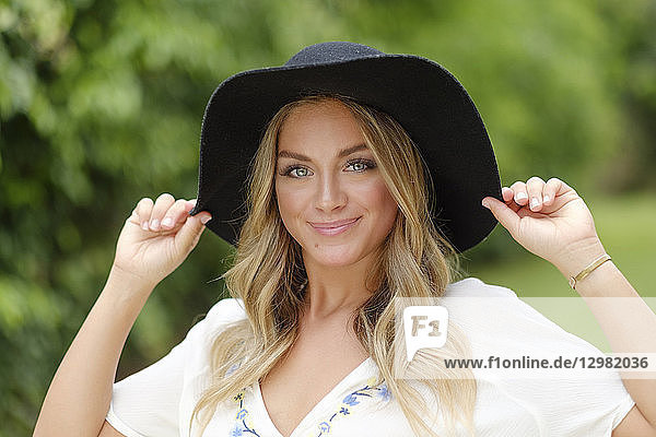 Portrait of young woman in floppy hat