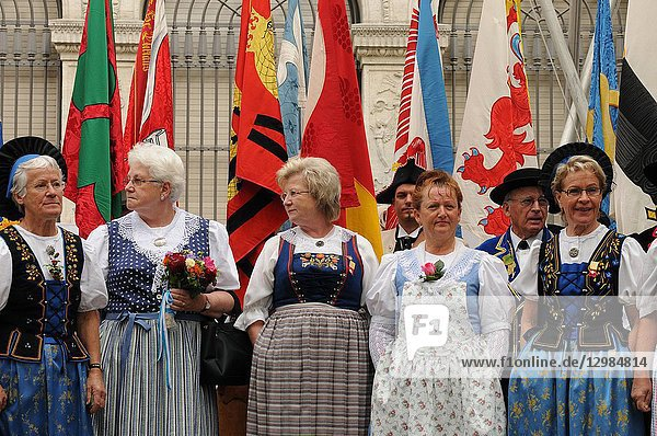Female chorus ans swiss folklore group at the national day in Zürich-city.