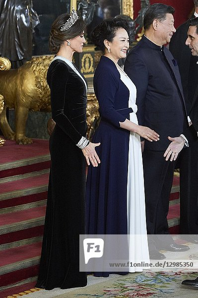 Queen Letizia of Spain  Peng Liyuan attends a gala Dinner honouring Chinese President at the Royal Palaceon November 28  2018 in Madrid  Spain
