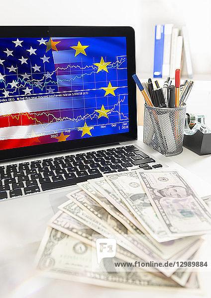 Laptop mit Chart  Dollarnoten