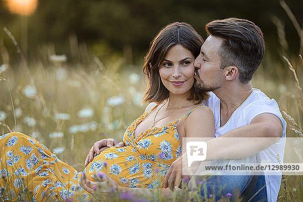 Schwangere Frau mit Partner  Nahaufnahme