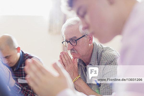 Ansicht,Besuch,Bildung,Brille,Christentum,eine Person