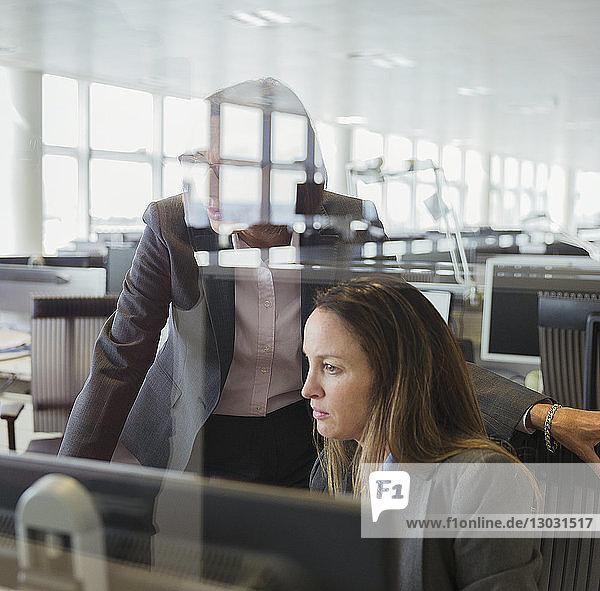 angelehnt,arbeiten,Arbeitswelt,benutzen,Beruf,Besuch