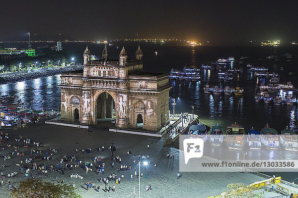 The Gateway of India  monument commemorating the landing of King George V and Queen Mary in 1911  Mumbai  Maharashtra  India