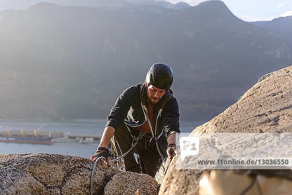 Felskletterer mit Sicherungsseilen  Malamute  Squamish  Kanada