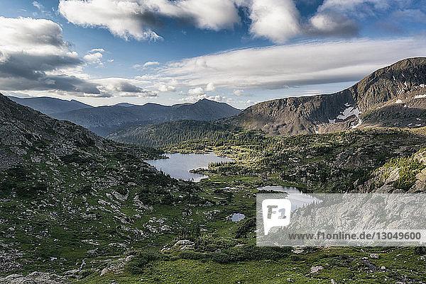 Hochwinkelansicht der Landschaft am White River National Forest gegen den Himmel
