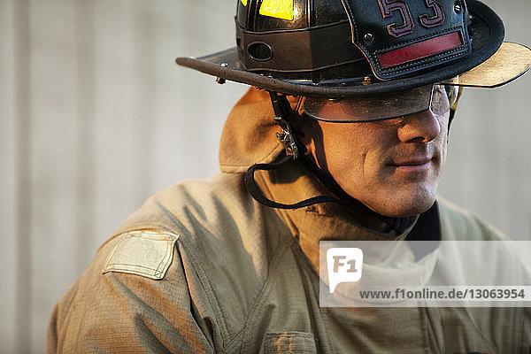 Nahaufnahme eines Feuerwehrmannes