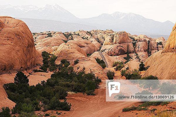 Blick auf Felsformationen im Arches-Nationalpark
