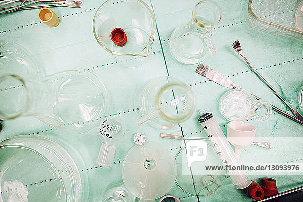 Laborausrüstung auf dem Tisch