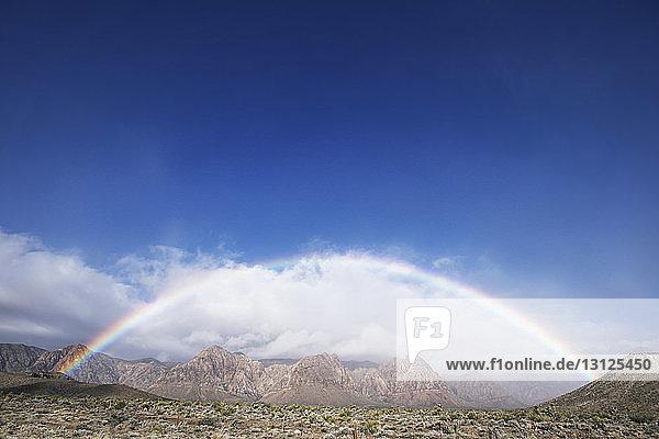 Doppelter Regenbogen über dem nationalen Naturschutzgebiet Red Rock Canyon