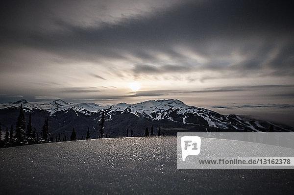 Oberflächenansicht auf Schnee  The Black Tusk  Garibaldi Provincial Park  British Columbia  Kanada