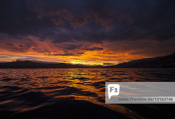 Sonnenuntergang über dem Okanagan-See und dem südlichen Okanagan-Tal  Naramata  Britisch-Kolumbien  Kanada