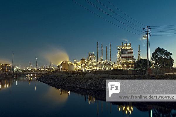 Kraftwerk bei Nacht,  Carson,  Kalifornien,  USA
