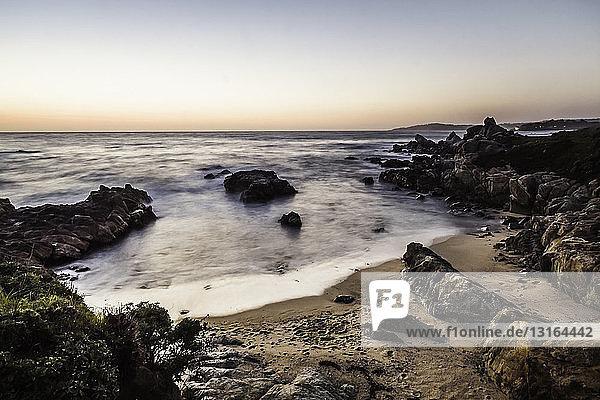Meereslandschaft bei Sonnenaufgang  Gebiet Monterey Bay  Kalifornien  USA