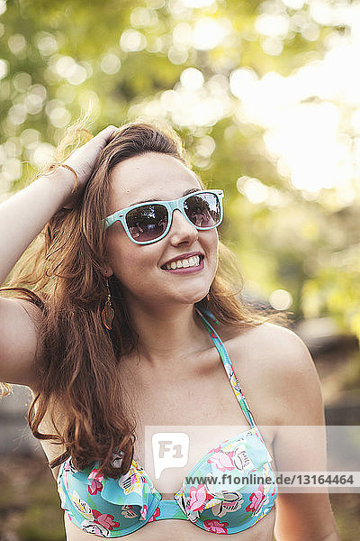 Young woman wearing sunglasses  portrait