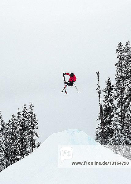 Freestyle-Skifahren  Whistler Terrain Park  Britisch-Kolumbien  Kanada
