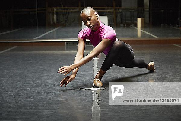 Balletttänzer in Tanzbewegung