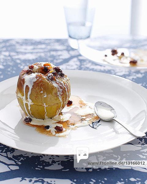 Teller Bratapfel mit Sahne