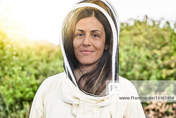 Porträt einer Bienenzüchterin