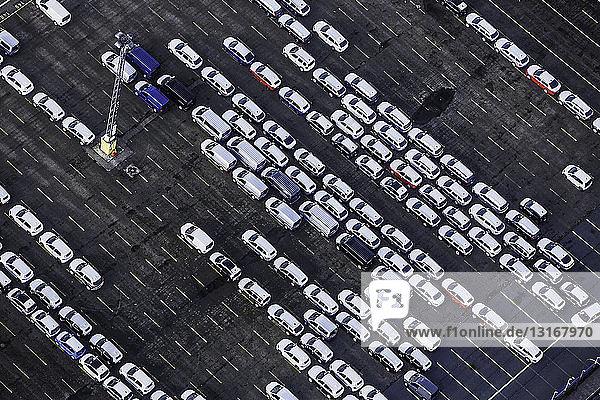 Autoterminal Bremerhaven halb voll  Bremen  Deutschland