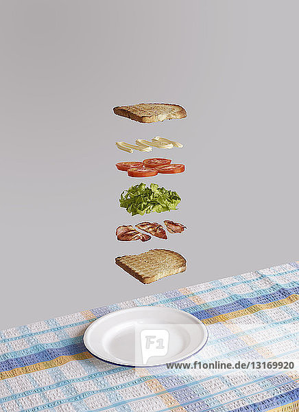 Bacon  lettuce and tomato sandwich deconstructed