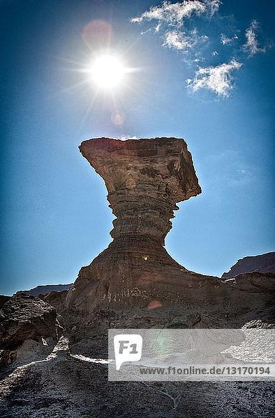 Tiefblick auf die Pilzformation und die Sonne  Valle de la Luna  Provinz San Juan  Argentinien