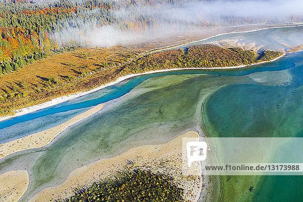 Deutschland  Lenggries  Isarwinkel  Luftaufnahme der Isar  am Zufluss zur Sylvenstein-Talsperre im Herbst