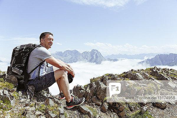 Österreich  Südtirol  Wanderer auf Sicht