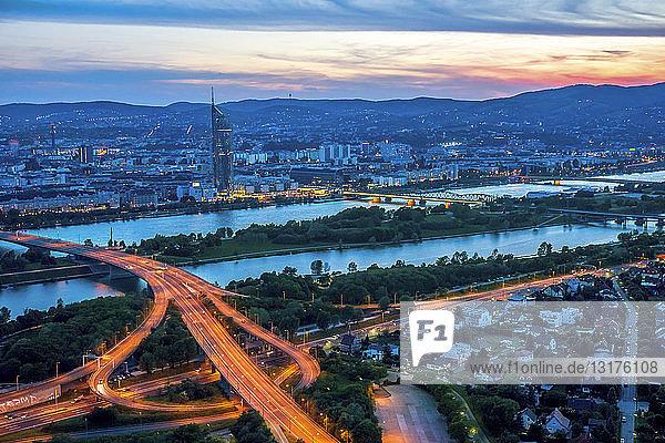 Österreich  Wien  Stadtansicht bei Sonnenuntergang
