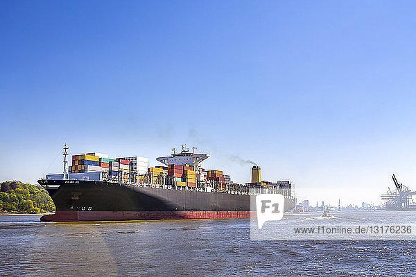 Deutschland  Hamburg  Containerschiff