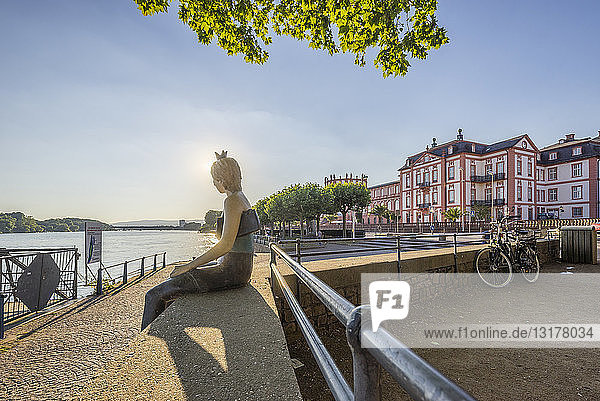 Germany  Hesse  Wiesbaden  Biebrich Palace in the evening  statue sitting on bench