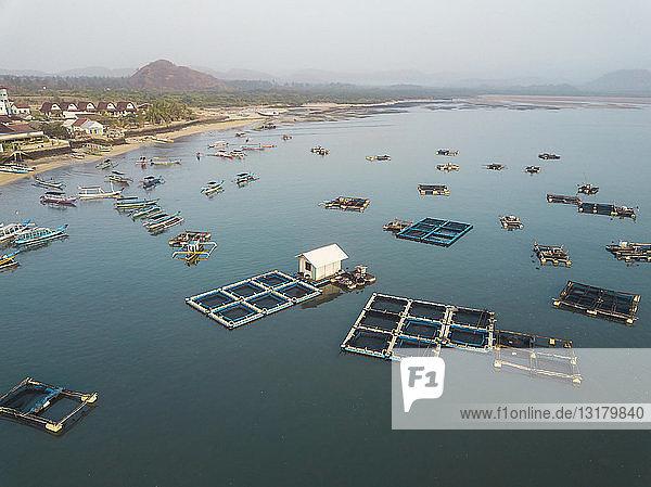 Indonesien  Lombok  Luftaufnahme einer Hummerfarm
