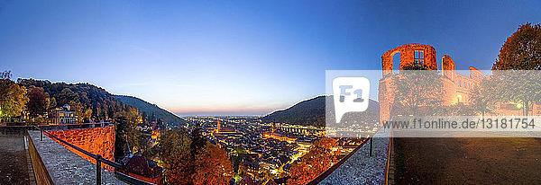 Deutschland  Baden-Württemberg  Heidelberg  Heidelberger Schloss und Stadtansicht