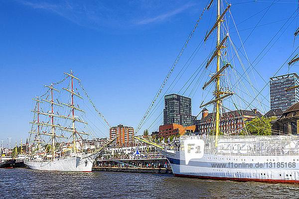 Deutschland  Hamburg  Segelschiffe an den Anlegestellen