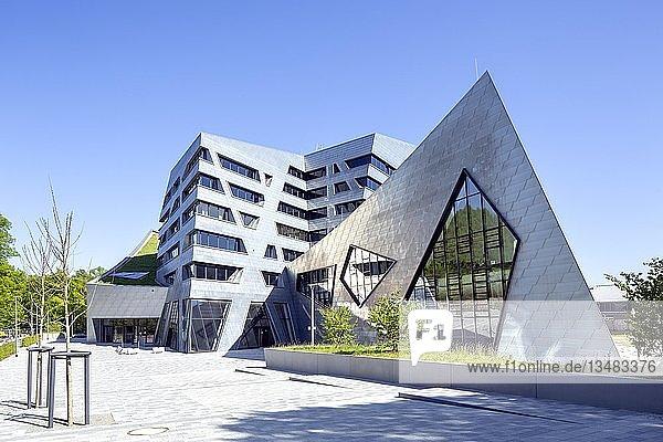 Leuphana-Universität  Zentralgebäude  Lüneburg  Architekt Daniel Libeskind  Dekonstruktivismus  Lüneburg  Niedersachsen  Deutschland  Europa