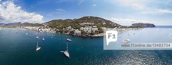 Drohnenaufnahme  Küste Leuchtturm  Port d'Andratx  Region Andratx  Mallorca  Balearen  Spanien  Europa